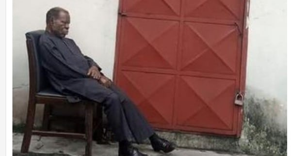 PHED Officials In Port Harcourt Locked Out Of Their Office Over Unpaid Rent (Photos