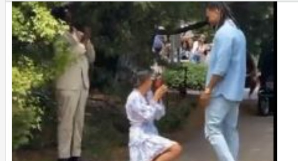 """""""I Witness Some Shit Today.""""Reactions As Lady Proposes To Boyfriend In The Presence Of Family And Friends (Video)"""