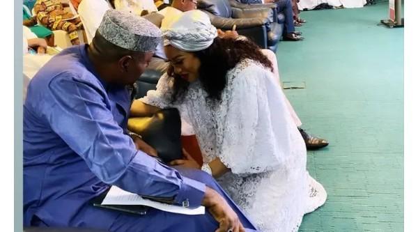 Tonto Dikeh Kneels To Greet Kenneth Okonkwo At An Event (Photos)